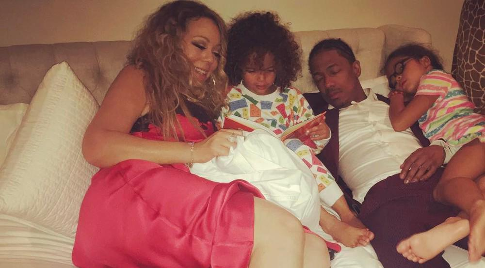 Mariah Carey hat es sich mit ihrer Familie auf dem Bett gemütlich gemacht