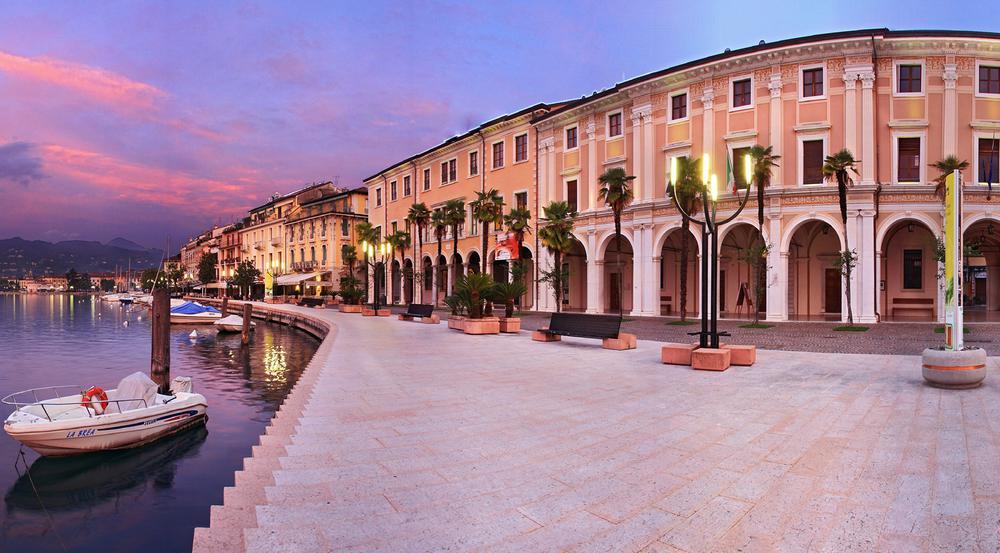 Prächtige Palazzi und bunte Häuser prägen das Stadtbild von Salò