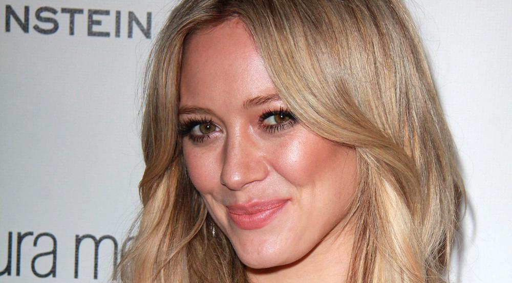 Strahlend schön trotz kleinerer Makel: Hilary Duff