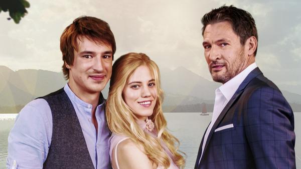 Der junge Pferdewirt Viktor Saalfeld (Sebastian Fischer, l.) verliebt sich ausgerechnet in Alicia (Larissa Marolt) - die Verlobte seines Vaters Christoph Saalfeld (Dieter Bach)