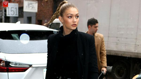 Sexy: Model Gigi Hadid rockt schwarze Overknees