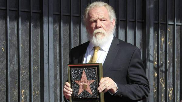 Auf dem Hollywood Boulevard enthüllte Nick Nolte ehrfürchtig seinen Stern