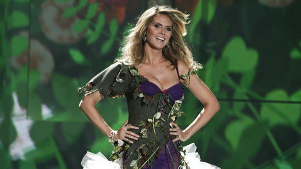 """Heidi Klum bei der """"Victoria's Secret""""-Show 2009 in New York"""