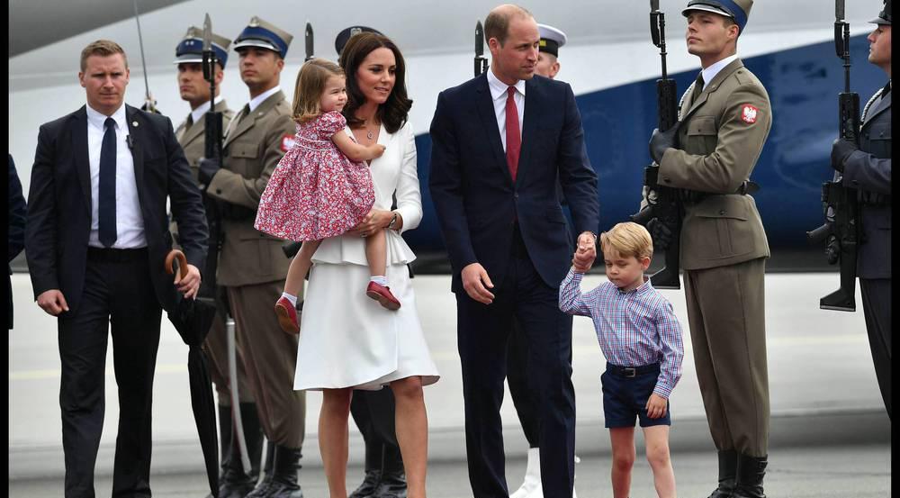 Herzogin Kate hielt Charlotte im Arm, während William George an der Hand hatte