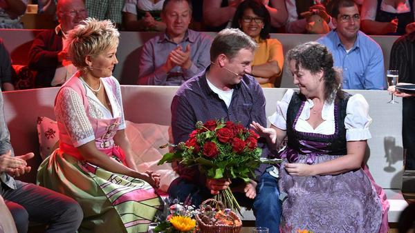"""Rote Rosen und ein """"Freundschaftsring"""" für Nadine - romantischer Moment bei """"Bauer sucht Frau"""""""