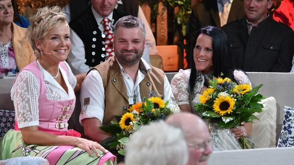 Läuft schon: Christa und Klaus mit Sonnenblumen - im Vordergrund Günther und Rosi