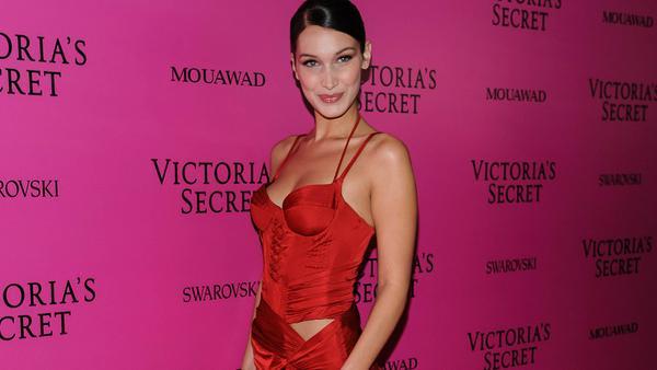 """Bella Hadid bei der """"Victoria's Secret""""-Fashionshow in Alexandre Vauthier"""