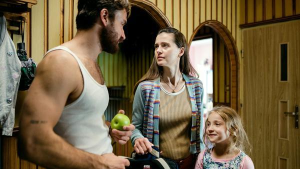 Trotz scheinbar intakter Familie hat Anna (Agnieszka Grochowska, M.) ihr zweites Kind weggegeben