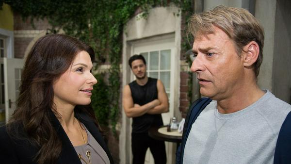 """""""Unter uns"""": Rufus ist ziemlich verblüfft, als Britta ihm eröffnet, dass sie wieder zusammenkommen werden"""