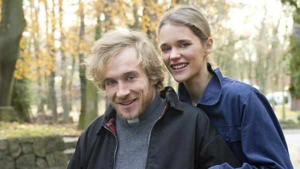 Samuel Koch und seine Ehefrau Sarah Elena standen erstmals als Ehepaar gemeinsam vor der Kamera