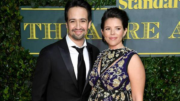 Lin-Manuel Miranda und seine Frau Vanessa Nadal, unter deren Kleid sich ein Babybauch versteckt