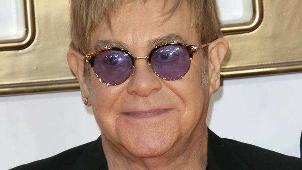 Elton John muss mit dem Verlust seiner Mutter zurecht kommen