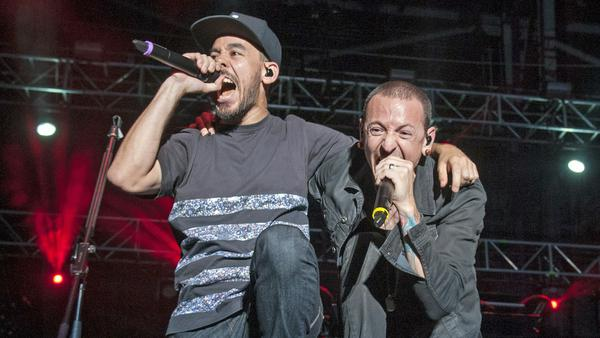 Mike Shinoda (l.) und Chester Bennington bei einem Auftritt in Columbus