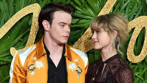 Verliebte Blicke: Charlie Heaton und Natalia Dyer bei den Fashion Awards 2017 in London
