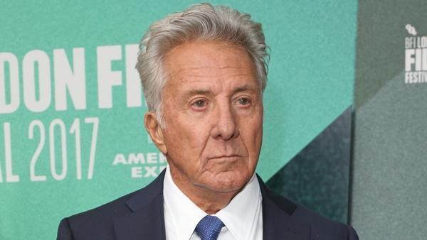 Dustin Hoffman musste sich bei einer Podiumsdiskussion den unangenehmen Fragen von John Oliver stellen
