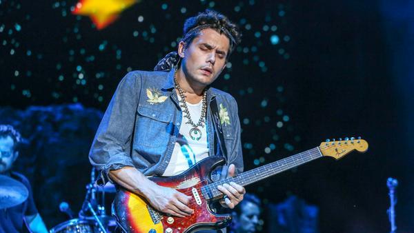 John Mayer bei einem Konzert im amerikanischen Raleigh
