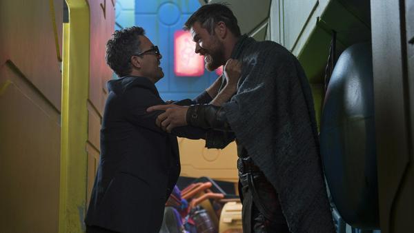 Thor und Bruce Banner (Mark Ruffalo, l.) haben einen Plan