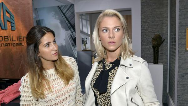 """GZSZ"": Laura (l.) wundert sich über Sunnys Interesse an Dr. Wolf"