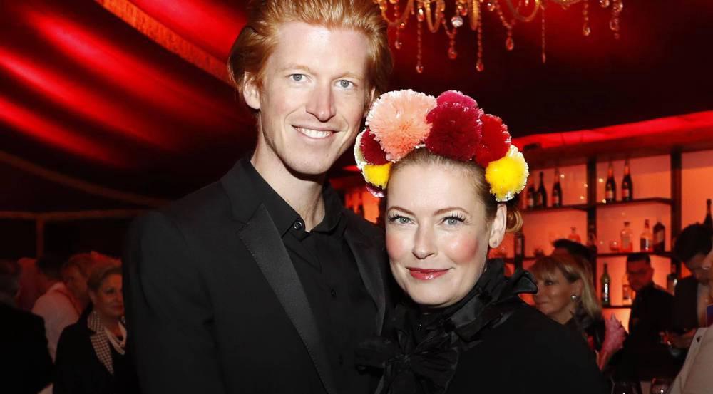 Enie van de Meiklokjes mit ihrem Mann Tobias Stærbo auf einer Gala in Berlin