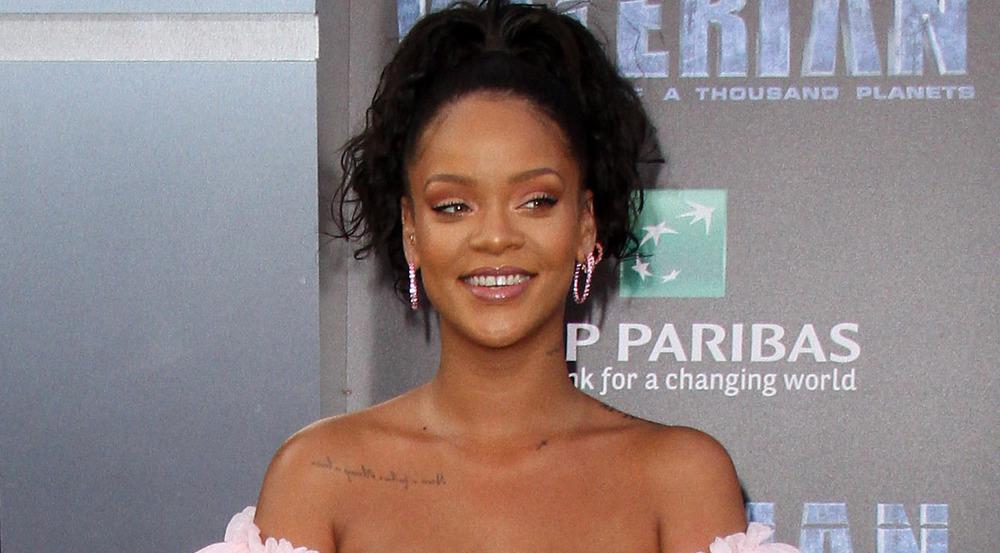 Rihanna hat sich wieder einmal von ihren dunklen Haaren verabschiedet