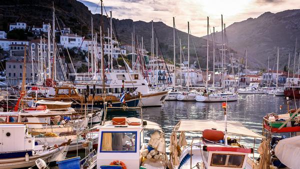Pittoreske Häfen, tolle Strände - so locken Mykonos und Co. immer mehr Promis an