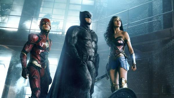 Gemeinsam mit Wonder Woman (Gal Gadot) und The Flash (Ezra Miller) steht für Batman (Ben Affleck) mal die Rettung der Welt auf der To-Do-Liste