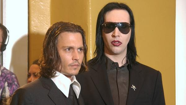 Johnny Depp und Marilyn Manson kennen sich schon lange. Hier sind sie gemeinsam auf einem Event im Jahr 2001 zu sehen