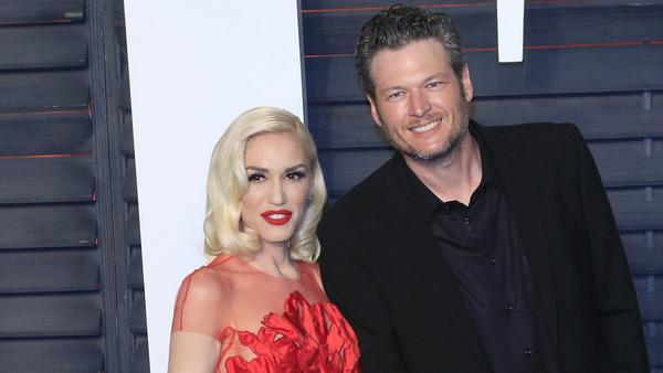 """Gwen Stefani trotzt den Spöttern und erklärt, warum Blake Shelton die richtige Wahl als """"Sexiest Man Alive"""" ist"""