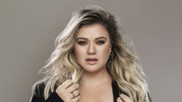 Kelly Clarkson weiß, wie wichtig es ist, sich selbst zu finden, bevor man die große Liebe findet