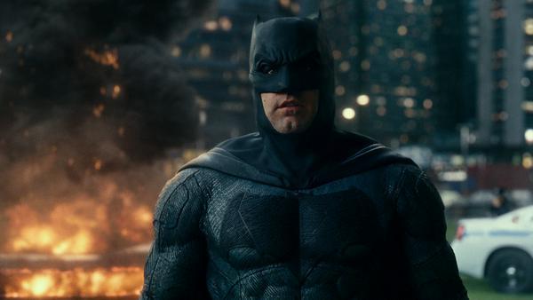 """Mit leuchtenden Augen und schwer gepanzertem Anzug machte der dunkle Ritter schon in """"Batman v Superman"""" seinem Namen alle Ehre"""