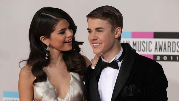 Selena Gomez und Justin Bieber: Heiße Küsse beim Hockey-Spiel