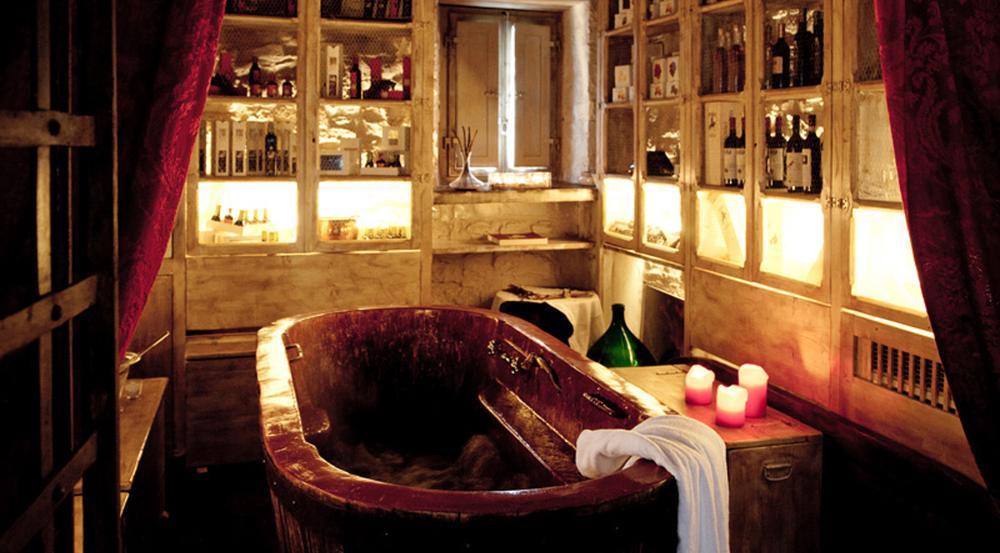 Die Keller von Castellare de' Noveschi sind voll mit Weinflaschen - und Badewannen