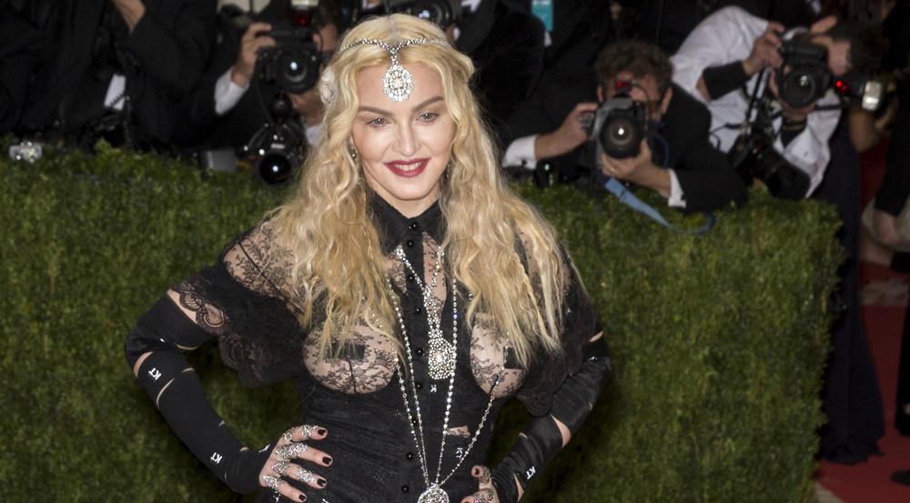 Madonna vergisst hier und da mal den Songtext ihrer eigenen Hits
