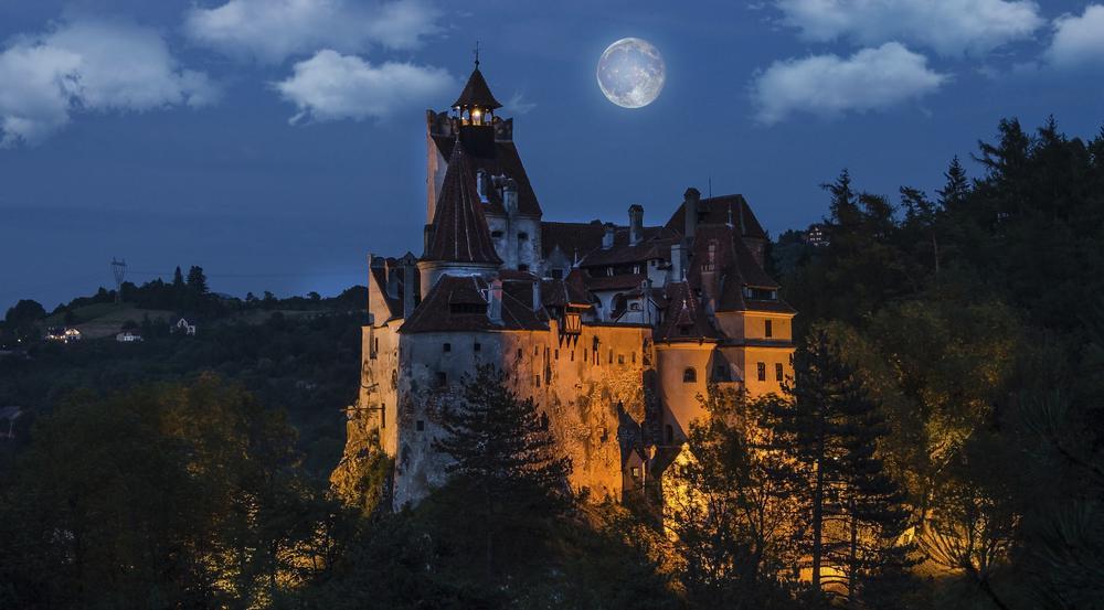 """""""Graf Dracula"""" ist der personifizierte Grusel. Schloss Bran in Siebenbürgen ähnelt der Beschreibung des Dracula-Schlosses in Bram Stokers """"Dracula"""""""