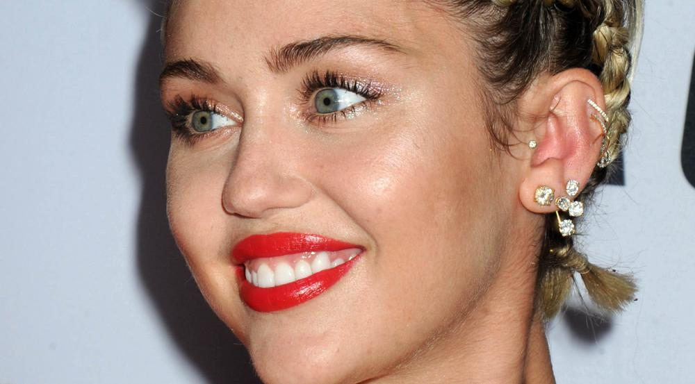 Ob Miley Cyrus nun in die Fußstapfen des King of Rock'n'Roll tritt?
