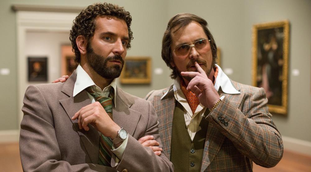 """American Hustle"": Richie DiMaso (Bradley Cooper, l.) bringt Irving Rosenfeld (Christian Bale) auf eine gute Idee"