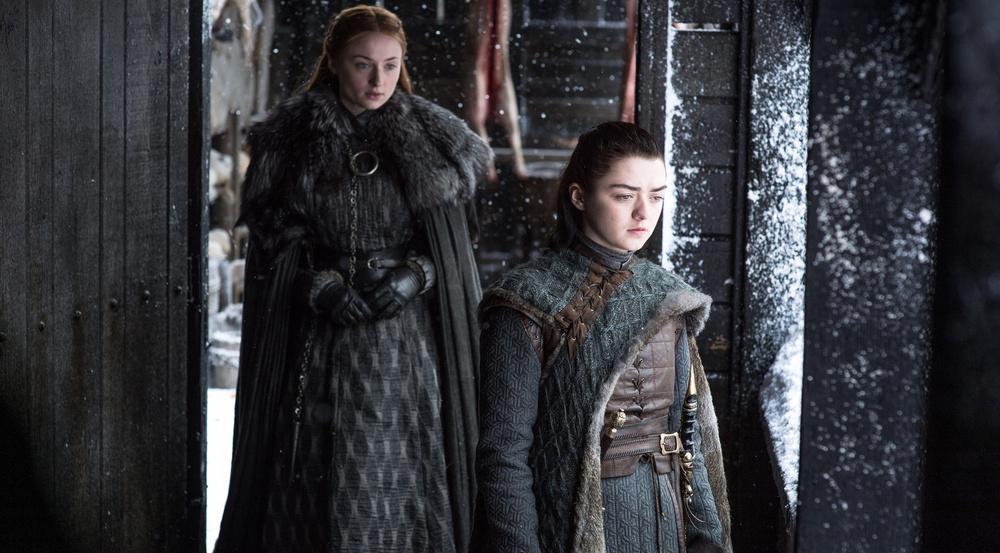 Die Spannungen zwischen Sansa (Sophie Turner, l.) und Arya (Maisie Williams) nehmen zu