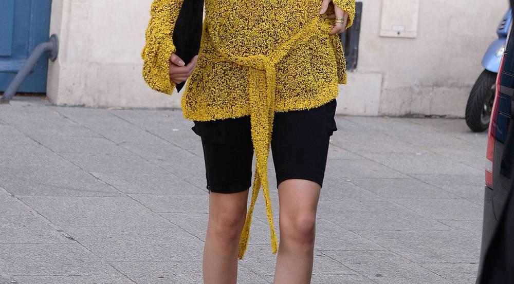 Kendall Jenner kombiniert Leggings zum lässigen Oversize-Pullover