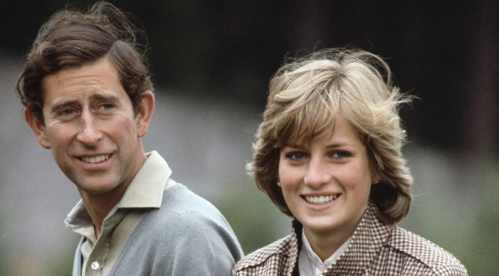 Flitterwochen, August 1981: Prinz Charles und Prinzessin Diana posieren vor der Kamera am Fluss River Dee.