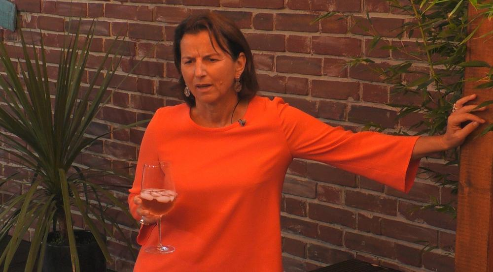 Luxuslady Claudia Obert kann ihre Drinks jetzt wieder in Freiheit genießen