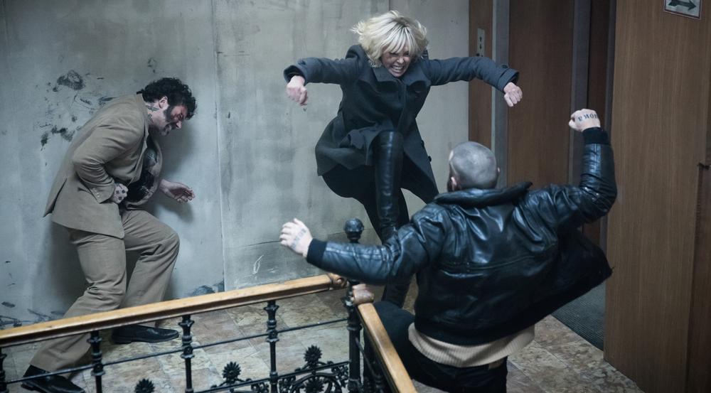"""Nicht zimperlich: Als Top-Agentin wird Charlize Theron in """"Atomic Blonde"""" ihrem Titelnamen gerecht"""