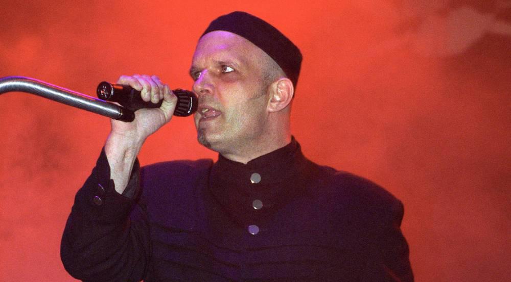 Felix Flaucher während eines Konzerts des Wave-Gotik-Treffens in Leipzig 1997