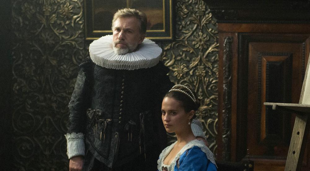 Das Ehepaar Sophia (Alicia Vikander) und Cornelis Sandvoort (Christoph Waltz) lässt ein Bild von sich malen