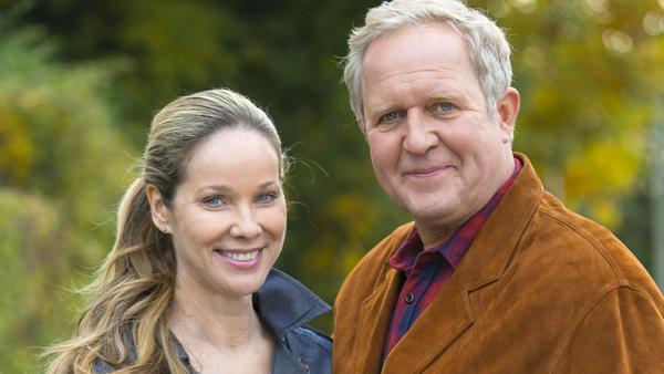 """""""Eltern allein zu Haus: Die Schröders"""": Sabine (Ann-Kathrin Kramer) und Bernd Schröder (Harald Krassnitzer) sind ein eingespieltes, scheinbar glückliches Paar"""