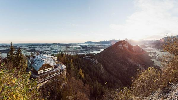 Spektakuläre Lage hoch über Pfronten: Burghotel Falkenstein