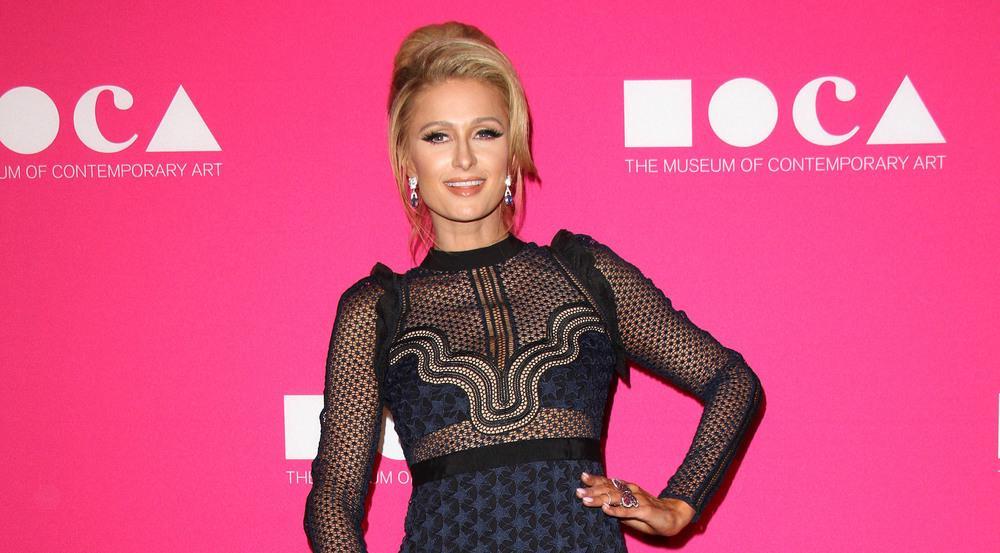 Paris Hilton zog in diesem Kleid alle Blicke auf sich