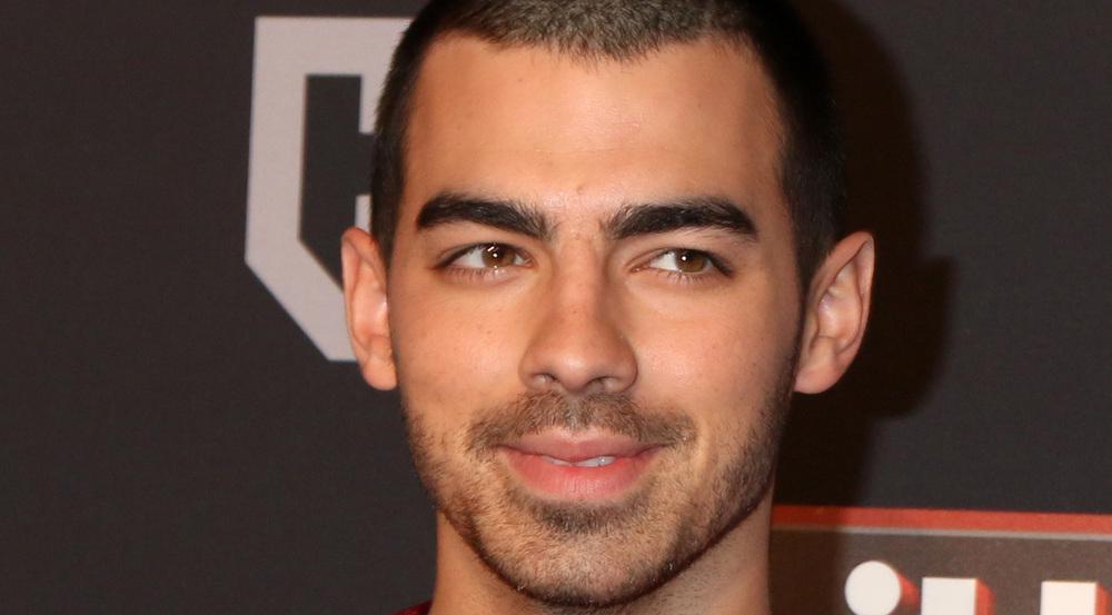 Seine Freundin trägt eine Kette mit Joe Jonas' Anfangsbuchstaben