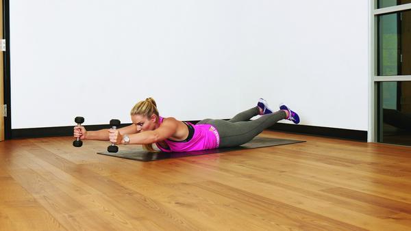 Der untere Rücken und das Gesäß werden bei dieser Übung besonders beansprucht.