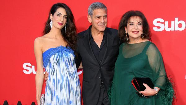 """George Clooney mit Ehefrau Amal und Schwiegermutter Baria Alamuddin bei der Premiere seines Films """"Suburbicon"""" in Los Angeles"""
