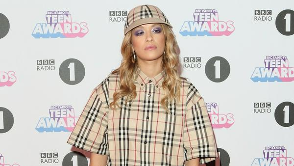 Auch Sängerin Rita Ora leistet sich ab und an Mal einen modischen Fehlgriff